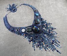 Différentes techniques pour apprendre la création de bijoux en perles.  Broderie de perles, tissage de perles, perles au crochet, bijoux en soutache, et bientôt bijoux en micromacramé, etc ...