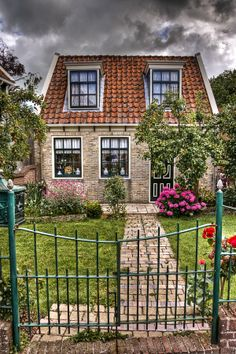 Little House in Edam, Holland - Not so special since I'm familiair with these kind of houses, but the photographer made it look special!