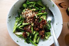 This is a great make-ahead salad. As it sits, the cheddar, dates, and almonds soak up the dressing, but the charred cauliflower stays firm all the while. Broccoli Stalk, Broccoli Dishes, Vegetable Dishes, Vietnamese Sauce, Charred Broccoli, Make Ahead Salads, Dinner Salads, Plant Based Recipes, Cheddar