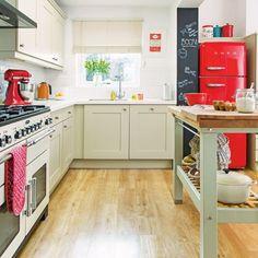43a224194fbdb Mais de 30 cozinhas brancas, decoradas com leves pitadas de cor + muito amor