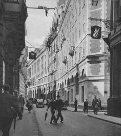 Twenty-three Evocative Photographs of London in 1953 - Flashbak Old Street London, Old London, London City, South London, London History, Tudor History, British History, Asian History, History Photos