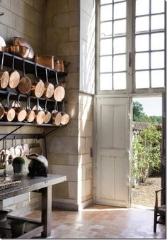 Hanging Pots & Pans - I think I covet copper pots and pans a little too much. Küchen Design, House Design, Design Elements, Design Ideas, Garden Design, French Style Homes, Copper Pots, Hanging Pots, French Country House