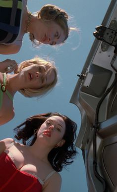 "I like how dynamic this angle is yet it's easy to figure out what's going on Rebecca Gayheart as Julie, Julie Benz as Marcie, and Rose McGowan as Courtney in ""Jawbreaker"" Rose Mcgowan, 90s Movies, Movie Tv, Watch Movies, Movies Showing, Movies And Tv Shows, Glasgow, Edinburgh, John Wesley Shipp"