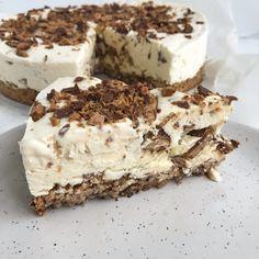 Daim islagkage Fudge Recipes, Baking Recipes, Dessert Recipes, Cheesecakes, Delicious Desserts, Yummy Food, Cake Decorating Tips, Creative Cakes, Yummy Cakes