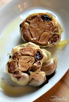 How to roast garlic the easy way. Roasted garlic is creamy and sweeter and so yummy in lots of recipes and it makes you house smell fabulous!