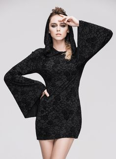 Robe courte noire à motifs, manches évasées et capuche, sorcière occulte