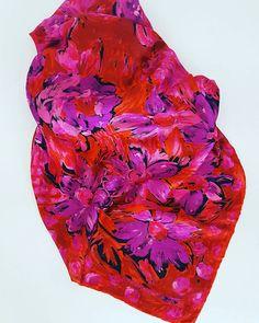 Guarda questo articolo nel mio negozio Etsy https://www.etsy.com/it/listing/533837509/emanuel-ungaro-foulard-vintage #vintage #scarf #ungaro #flowers