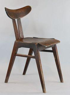 poz. 17. Krzesło A 587, proj. Marian Sigmund, 1958, drewno lite lakierowane, sklejka bukowa gięta, 76,5 x 40 x 43,5 cm, Fabryka Mebli Giętych w Jasienicy, 1.500 zł