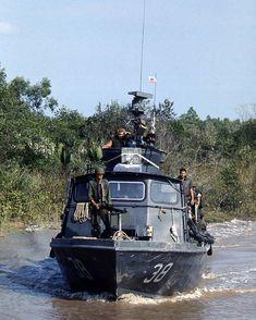 Vietnam War Photos, South Vietnam, Vietnam Veterans, American War, American History, Brown Water Navy, Vietnam History, Us Navy Ships, Modern History