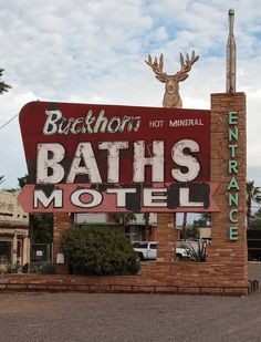 Vintage Hotels, Vintage Travel, Drive In Theater, Hotel Motel, Classic Songs, Googie, Route 66, Wild West, Prehistoric