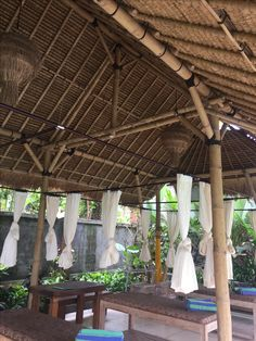 Bamboo Roof, Bamboo Art, Bamboo Crafts, Bamboo House Design, Green House Design, Filipino House, Bamboo Building, Farm Shed, Bamboo Structure