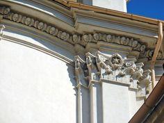 Borromini, terzo ordine della facciata di Sant'Ivo alla Sapienza. Un kyma ionico trasformato :-)