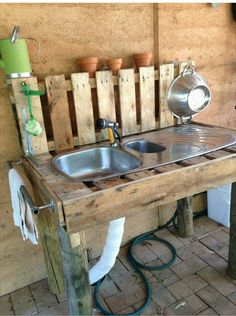 home made garden sink Garden Sink, Gnome Garden, Garden Landscaping, Homesteading, Homemade, Rustic, Cool Stuff, Gnomes, Pallets