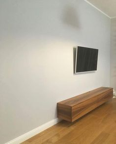Dzisiaj chcielibyśmy pokazać szafkę RTV minimalistyczną z użyciem forniru orzech. Tym razem zdjęcie bez filtru. Pewnie większość osób już po pracy tak więc chcielibyśmy życzyć miłych Walentynek. #szafka #rtv #minimalistyczna #fornirowana #fornir #orzech #drewno #wood #meble #furniture #room #nofilter #instasize #warszawa #warsaw #polska #poland #mieszkanie #style