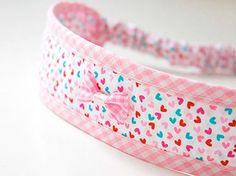Tutoriales DIY: Cómo coser una cinta para el pelo vía DaWanda.com