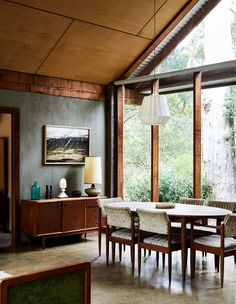 An Enchanting, Rustic Rental In The Macedon Ranges (The Design Files) Macedon Ranges, Melbourne House, Architecture Awards, The Design Files, Building A New Home, Australian Homes, Prefab Homes, Mid Century House, Indoor Outdoor Living