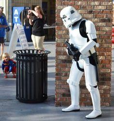Mini SuperGirl vs. Storm Trooper 画