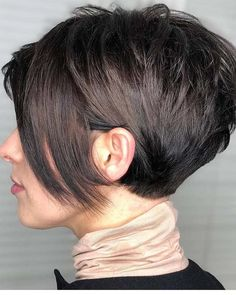New Short Hairstyles For Women 2019 - Gallery - Short hairstyles from the is also experiencing its revival in While the lateral parts are quite short, the softly graded bangs are combed New Short Hairstyles, Trending Hairstyles, Pixie Hairstyles, Hairstyles Videos, Short Girl Haircuts, Stylish Hairstyles, Baddie Hairstyles, Beautiful Hairstyles, Straight Hairstyles