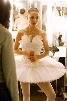 Academy Award Best Actress in 2011 for the film Black Swan --- Natalie Portman as Nina Sayers/The Swan Queen, a young dancer in a prestigious New York City ballet company --- costumes by Rodarte Ballet Costumes, Dance Costumes, Couple Costumes, Disney Costumes, Adult Costumes, Lou Le Film, Natalie Portman Black Swan, Black Swan Movie, Black Swan Costume