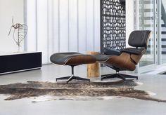 Décorer son salon avec un fauteuil lounge Eames - Visit the website to see all pictures http://www.amenagementdesign.com/decoration/decorer-salon-avec-fauteuil-lounge-eames/