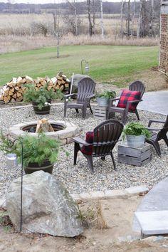 Fire Pit Landscaping, Fire Pit Backyard, Fire Pit Gravel Area, Back Yard Fire Pit, Outdoor Fire Pits, Rustic Landscaping, Fire Pit Seating, Outdoor Patios, Diy Fire Pit