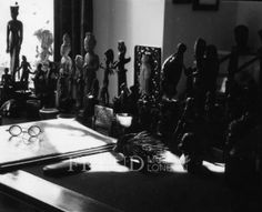 Photographic archive of Sigmund Freud. Copyright permissions and image supply for publications. Puppet Show, Top Photographers, Sigmund Freud, Writing Desk, Antiquities, Trance, Ancient Greek, Photo Library, Dark Side