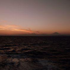 題して… 「橙に包まれる富士山」  江ノ島、稚児ケ淵より。 #江島神社 #初詣