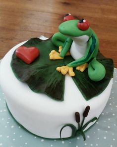 Cake with frog