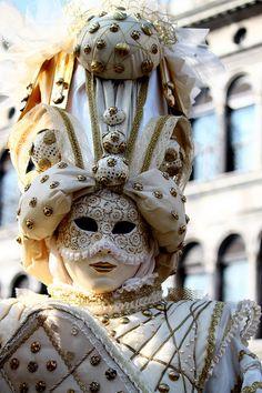Gold & White ✏✏✏✏✏✏✏✏✏✏✏✏✏✏✏✏  ARTS ET PEINTURES - ARTS AND PAINTINGS  ☞ https://fr.pinterest.com/JeanfbJf/pin-peintres-painters-index/ ══════════════════════  Gᴀʙʏ﹣Fᴇ́ᴇʀɪᴇ ﹕☞ http://www.alittlemarket.com/boutique/gaby_feerie-132444.html ✏✏✏✏✏✏✏✏✏✏✏✏✏✏✏✏