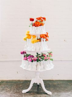 rainbow floral display | via: the glitter guide