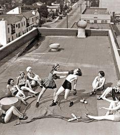 Faire de la boxe sur les toits en 1933, la classe !
