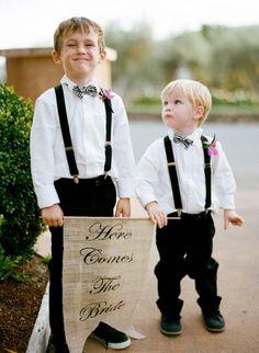 Awfully cute sign bearers ;)