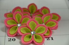 Set of 6pcs handmade felt flower--dark canation/light green (FT453). $5.00, via Etsy.