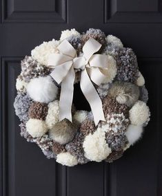 DIY Pom Pom Wreath Tutorial from Joann's Uses pompom maker; glue/t-pin pompoms to foam wreath Wreath Crafts, Diy Wreath, Holiday Crafts, Holiday Decor, Wreath Ideas, Wreath Burlap, Door Wreaths, Yarn Wreaths, Tulle Wreath