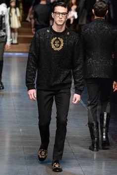 Dolce & Gabbana Fall 2015 Menswear Fashion Show Collection Fashion Show, Mens Fashion, Fashion Outfits, Fashion Design, Dolce And Gabbana Man, Mens Fall, Mens Suits, Balmain, Winter Fashion