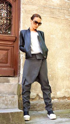La luz gris de la gota entrepierna pantalones nuevo / extravagante luz gris pantalones con grandes bolsillos de AAKASHA A05262