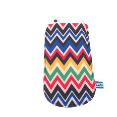 Zic Zac - Retro mit Stil ...   so präsentieren sich unsere farbenfrohen Phone Bags. Die Bags schützen die Handy vor Kratzern und schenken ihnen ein sicheres zu Hause.   Das Set beinhaltet 3 unterschiedliche Varianten.   Maße: 8 cm x 13,5 cm Material: Baumwolle, doppelter Stoff