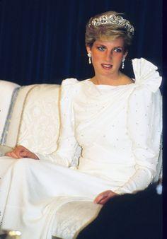 Diana, Princess of Wales in Saudi Arabia. Princess Diana Tiara, Princess Diana Wedding Dress, Princess Diana Photos, Princess Diana Fashion, Princess Diana Family, Princes Diana, Royal Princess, Princess Of Wales, Norfolk