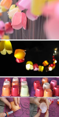 Guirlande lumineuse d'extérieur fleurie imitation tulipe faite avec des pots de petits suisses colorés (un pour chaque ampoule) - tutoriel