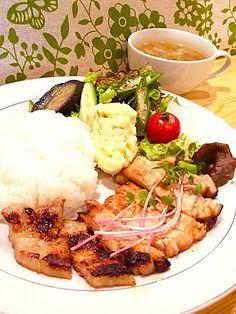 Grilled pork marinated with miso  今日の木曜トモさんランチは、豚ロース肉味噌漬け焼き! ご飯お代わりします!  #cflat #cafe #OSAKA #shinsaibashi #心斎橋 #南船場 #カフェ #英会話