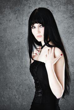 Gothic Frisuren 2012 langes schwarzes Haar. Haircut/ Hairstyle