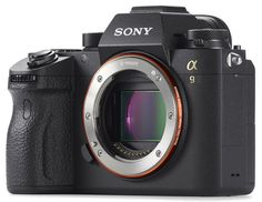 Sony ha rilasciato in questi giorni una serie di aggiornamenti firmware per le sue fotocamere mirrorless che migliorano notevolmente le prestazioni.