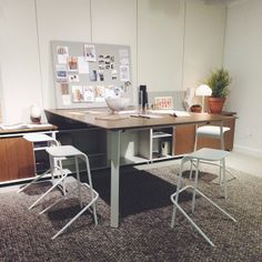 Here's a sleek #Haworth collaborative space featured in their #NeoCon14 showroom. Make sure to check them out on the 3rd floor! #neoconograp...