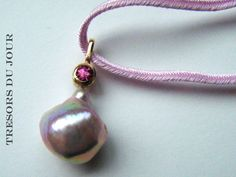 Unique PINK BAROQUE PEARL Pendant Pearl with pink spinel in 18kt gold Pendant by TresorsDuJour  #PinkPearlPendant #BaroquePinkPearl