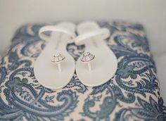 2014 white flat beach sandals, simple umbrella sandals.
