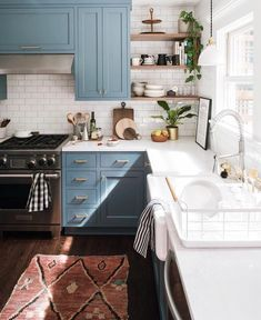 Supreme Kitchen Remodeling Choosing Your New Kitchen Countertops Ideas. Mind Blowing Kitchen Remodeling Choosing Your New Kitchen Countertops Ideas. Classic Kitchen, Rustic Kitchen, Kitchen Dining, Diy Kitchen, Warm Kitchen, Primitive Kitchen, Kitchen Corner, Decorating Kitchen, Kitchen Small
