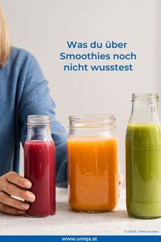 Ein Griff und du hast Vitamine für den Tag in der Hand, doch sind die Smoothies aus dem Kühlregal wirklich so gesund? Das erfährst du hier. Cantaloupe, Fruit, Food, Banana, Smoothies To Lose Weight, Healthy Smoothies, Healthy Groceries, Fruit Juice, Fruit And Veg