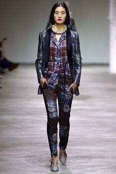 Dries Van Noten Spring 2013 Ready-to-Wear Fashion Show - Lina Zhang