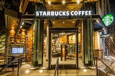 A Starbucks acaba de expandir sua marca no universo Disney. Inaugurou ontem sua 1ª loja no Downtown Disney, localizado dentro do Disneyland Resort, em ...