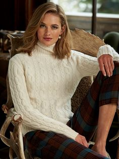 brit cashmere cable t neck - Gorsuch Preppy Outfits, Preppy Style, Classy Outfits, Winter Outfits, Cute Outfits, Fashion Outfits, Womens Fashion, Estilo Ivy, Mode Russe